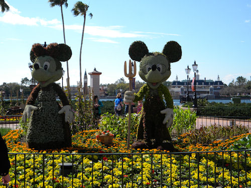 Farmer Mickey and Minnie