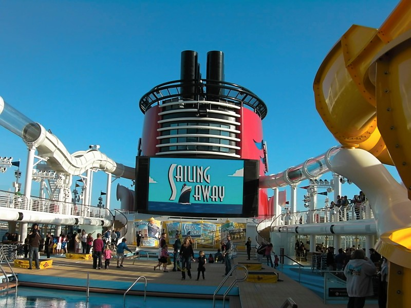 Disney Dream pool and jumbo screen