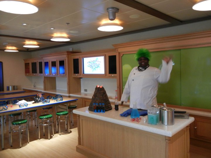 Disney Dream Oceaneers Lab Professor Make-O-Mess