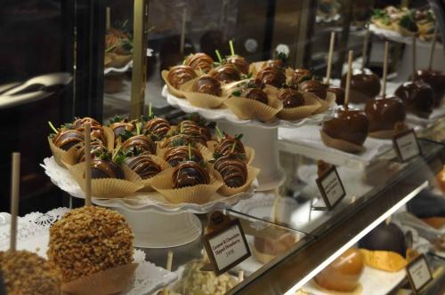 Disney Food Friday Epcot S Karamell Kuche