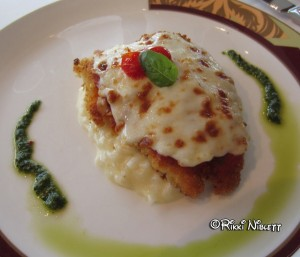 Palo Brunch chicken parmesan
