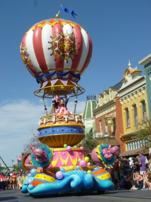 Festival of Fantasy Parade Mickey Minnie Float (4)