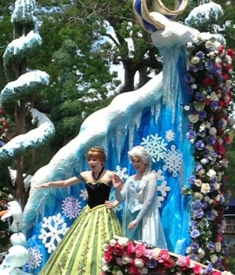 Anna and Elsa Festival of Fantasy Parade (3)