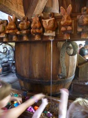 Seven Dwarfs Mine Train queue (27)