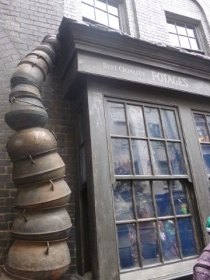 universal studios wizarding world of harry potter diagon alley (1)
