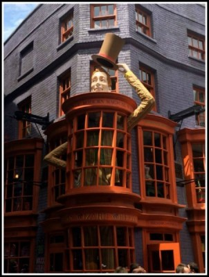 Entrance to Weasley's Wizard Wheezes