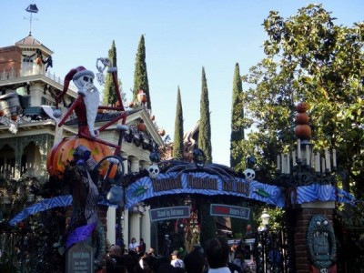 Haunted Mansion Holiday (10)