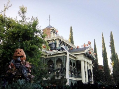 Haunted Mansion Holiday (11)