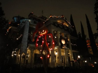 Haunted Mansion Holiday (12)