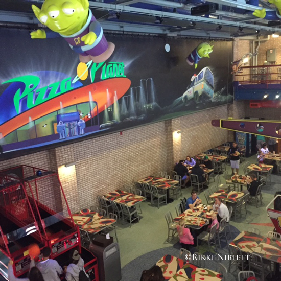 Foodie Friday A Look At Pizza Planet At Disney S