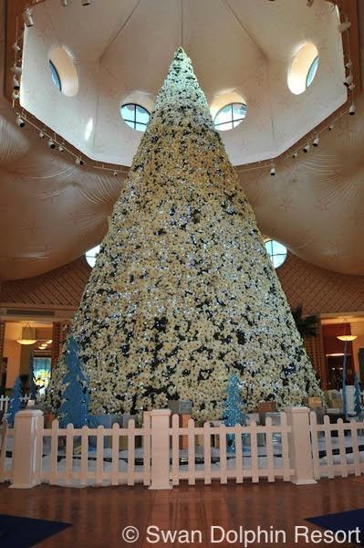 walt-disney-world-swan-and-dolphin-christmas-tree