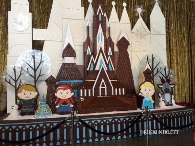 gingerbread-display-contemporary-resort