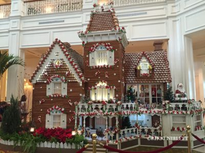 gingerbread-display-grand-floridian