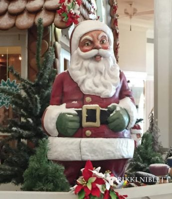 gingerbread-display-grand-floridian-santa