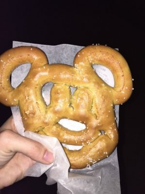 disney world with food allergies pretzel