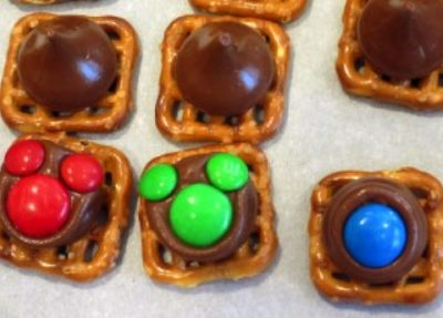 Mickey pretzel buttons