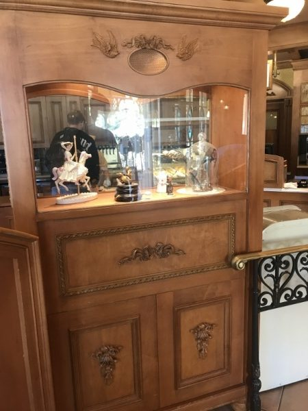 Disney Magical Details: Jolly Holiday Bakery in Disneyland