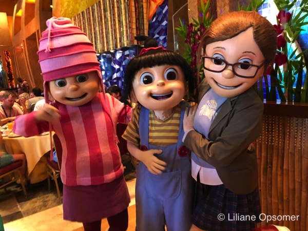 despicable me character breakfast dine with the minions