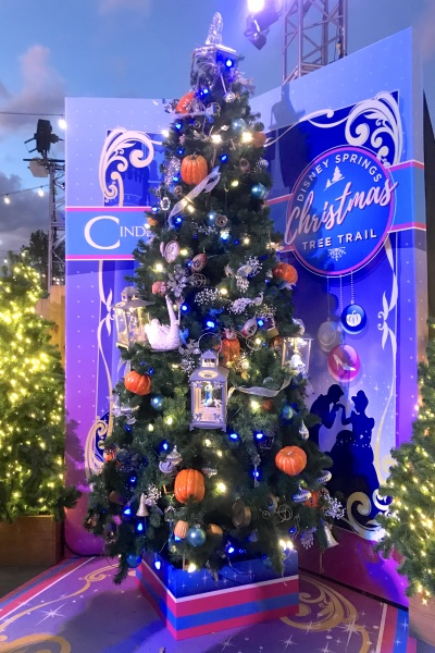 Christmas tree themed to Cinderella
