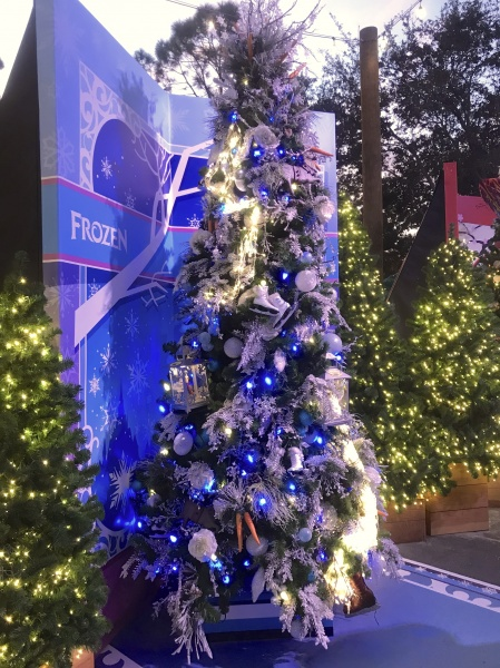 Christmas tree themed to Frozen