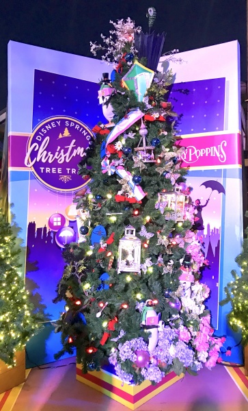 Christmas tree themed to Mary Poppins
