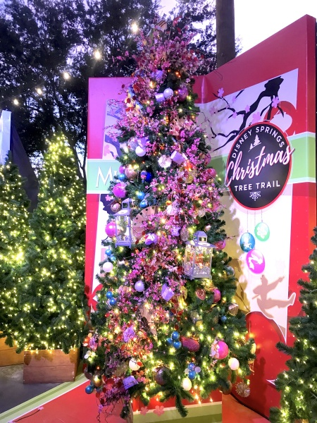 Christmas tree themed to Mulan