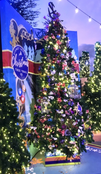 Christmas tree themed to Snow White