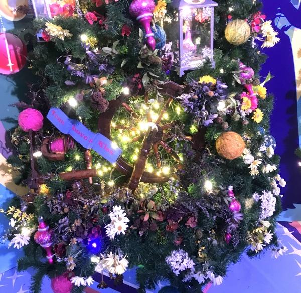 Details in Sleeping Beauty tree