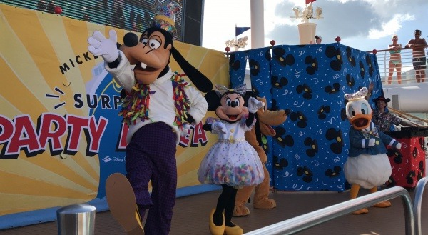 Surprise Mickey on Fantasy - Mickey and Minnie's Surprise Party