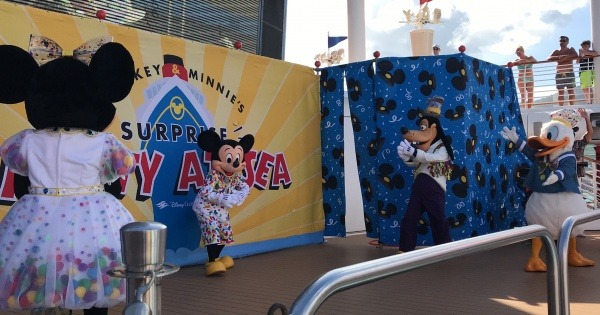 DCL Fantasy surprises Mickey Mouse - Mickey and Minnie's Surprise Party