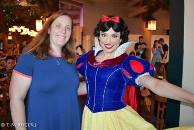 Snow White at Storybook Dining