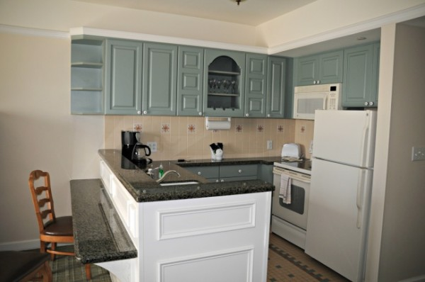 Saratoga Springs One and Two-Bedroom Villa Kitchen Dining Savings