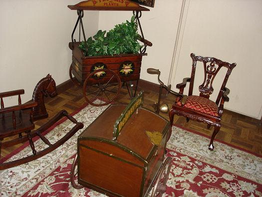 Give Kids The World Village Photo miniture furniture