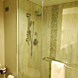 Royal Pacific Bathroom